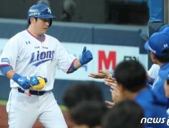 [사진] 삼성 이원석, 2점홈런 축하
