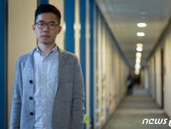中, 네이선 로 등 해외도피 홍콩 운동가 체포 나섰다