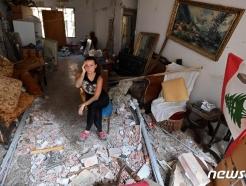 [사진] 난장판 된 주택서 망연자실한 베이루트 주민