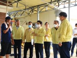 [사진] 집중호우 피해 주민과 대화하는 조명래 장관