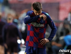 """바르셀로나 충격패…피케 """"팀 바닥 쳤다, 필요하면 나부터 나간다"""""""