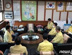 [사진] 합천군수와 면담하는 조명래 환경 장관