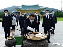 김부겸 민주당 당대표 후보, 장관 시절 순직 소방관 참배