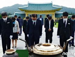 [사진] 김부겸, 대전현충원 참배