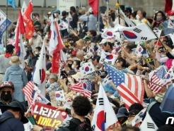 [사진] 수도권 사회적거리두기 2단계 격상 가운데 집회여는 보수단체