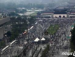 [사진] 광화문 집회 후 행진 이어가는 보수단체