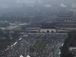 [사진] 대규모 집회 뒤 행진하는 보수단체