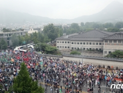 [사진] 보수단체 청와대 앞에서 '내려와'