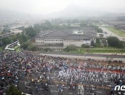 [사진] 안갯속 청와대, 행진하는 보수단체