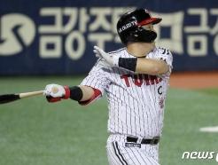 [사진] '4년 연속 150안타' 김현수 '물오른 타격감'