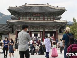 [사진] 많은 시민들로 붐비는 경복궁