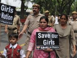印 또 불가촉천민 여성 집단성폭행 사망…비판 확산