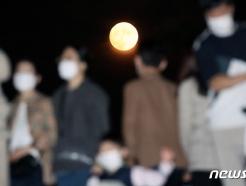 [사진] 코로나 시대 불 밝힌 한가위 보름달