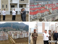 [사진] 북한 김정은, 강원도 수해 현장 방문…살림집 복구에 만족