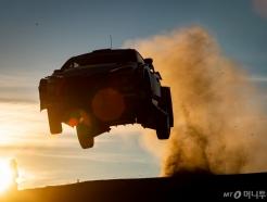 현대차 日제치고 WRC 이탈리아 랠리 1·2위 석권..3연속 포디움 달성
