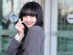 """블핑 리사 앞머리 비법 공개…""""광고 50억엔 앞머리 절반만"""" 웃음"""