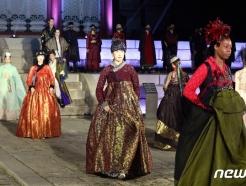 [사진] '경희궁이 한복패션쇼 런웨이로'