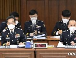 [사진] [국감] 답변하는 최해영 경기남부청장과 이문수 경기북부청장