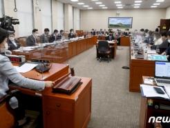 """환노위 """"골든타임 놓쳤다"""" 홍수 대응 질타…쿠팡 자회사 전무 증인 채택"""