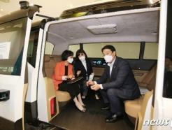 [사진] [국감]무인자율주행차 설명 듣는 의원들