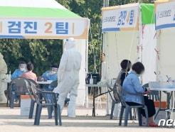 20일 지역확진자 34명…집단감염 부산서 검체채취 공무원도 감염