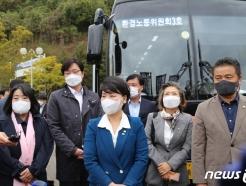 [사진] 용담댐 방류 피해 주민 이야기 듣는 환노위원들