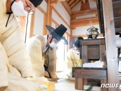[사진] 초헌관으로 향사 봉행하는 장세용 구미시장