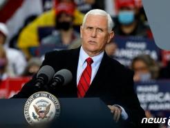 펜스 미 부통령 보좌관 코로나 확진…펜스는 음성
