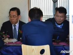 [사진] 다과 나누는 주호영 원내대표와 송영길 위원장