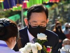 [사진] 헌화하는 주호영 원내대표