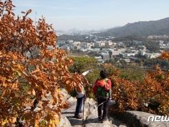 [사진] 가을옷 갈아 입는 서울 산 찾은 시민들