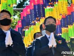 [사진] 합장한 주호영 원내대표와 송영길 국회 외교통일위원장