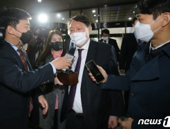 [사진] 대전검찰청 나서는 윤석열 검찰총장