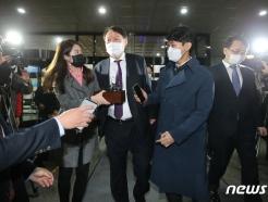 [사진] 검찰청 나서는 윤석열 총장