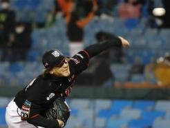 [사진] KT 하준호 역투