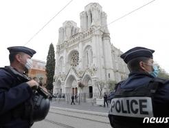 """프랑스 니스 테러에 """"폭력은 안돼"""" 세계 한 목소리…하지만"""