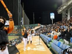 [사진] 올해 마지막 홈경기 응원하는 한화팬
