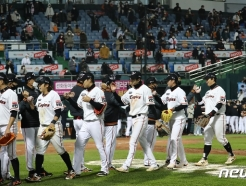 [사진] 마지막 경기 승리로 마친 한화