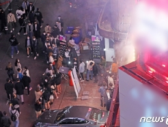 [사진] 핼러윈 D-1, 술집 앞에 가득한 줄