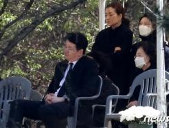 고 조양호 회장 '면대약국' 1심 유죄...건보공단 1052억 징수 추진