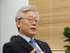 """이재명 """"코로나 3차 대유행 시작… 대응단계 상향 불가피"""""""