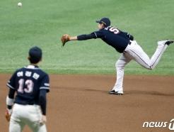 [사진] 김재호, 쭉 뻗어봤지만…