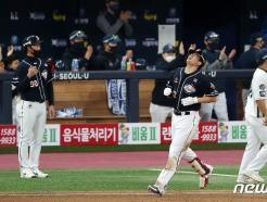 [사진] 김재환 '아쉬운 4번 타자'