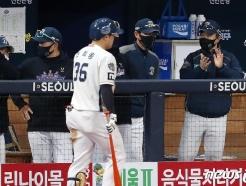 [사진] 박수 치는 이동욱 감독