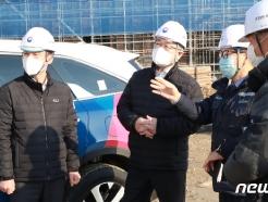 [사진] 중소규모 건설현장 찾은 이재갑 고용장관