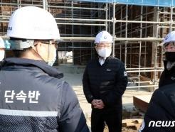 [사진] 이재갑 고용부장관, 중소규모 건설현장 불시 패트롤 점검