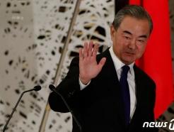 [30초 뉴스]방한한 왕이, 文대통령 이어 여권 인사도 만난다