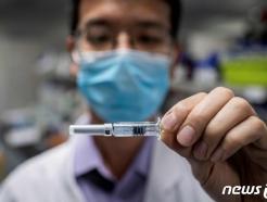 코로나 백신 맞으러 줄서는 중국인, 암시장까지 형성돼