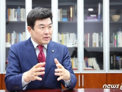 """윤영석 """"문재인을 끝으로 한국에서 제왕적 정당 리더의 시대 막 내린다"""""""
