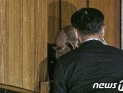 [사진] 징역 8월, 집유 2년 선고 받은 전두환 '자택으로'